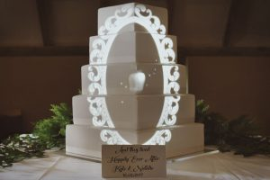 fairytale-mirror-disney-snow-white-wedding-cake-mapping-projection.jpg